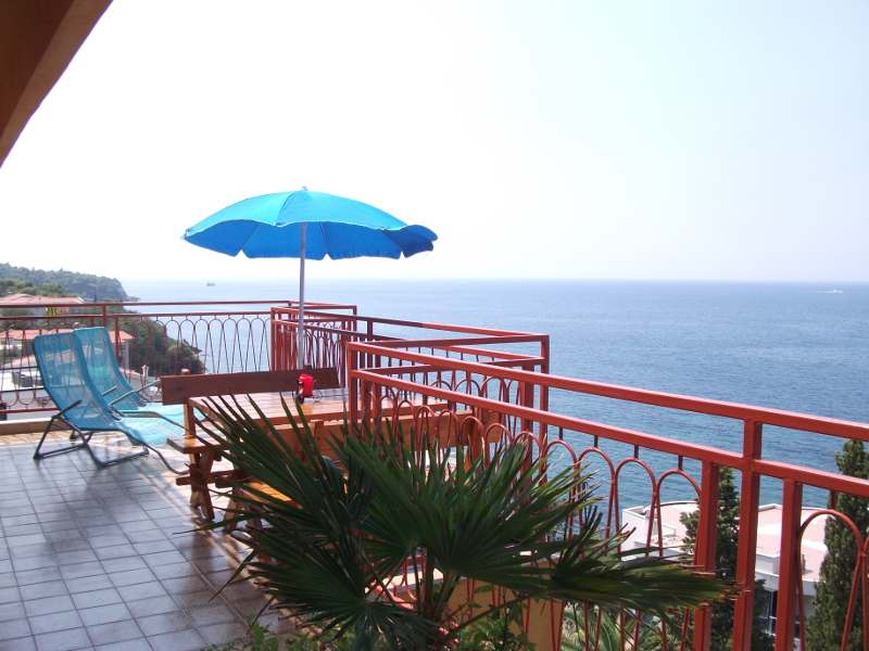 Enjoy the sea view from the big terrace in front of the french bed room and the kitchen.